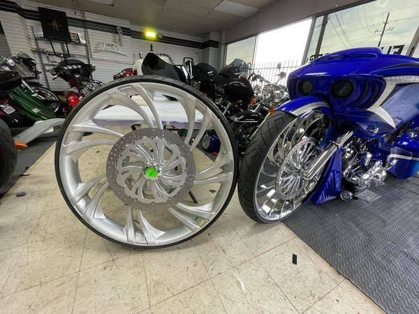 Power House Custom Cycles using SMT 34-Inch 3D V-Arm wheel with dual 18